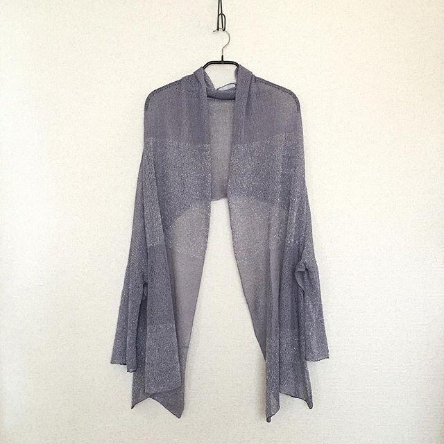 ミドル・グレーにシルバーをボーダーで入れた、春にぴったりの袖付きストール。別注でお作りしました。#silkpiece #ストール #入学式 #入園 #結婚式